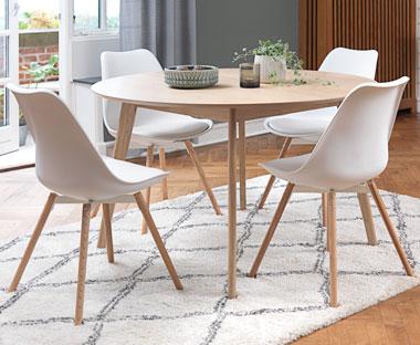 køkkenbord med stole